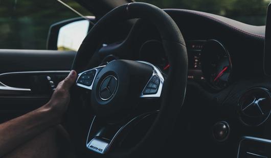 奔驰女车主维权事件引发深思 国内汽车销售业诸多问题亟待解决