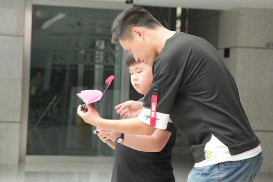 首款自主飞行扑翼机器鸟在北京中关村软件园汉王大厦首飞