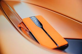 """一加首款概念机OnePlus Concept One亮相 采用""""潜隐式后摄""""设计"""