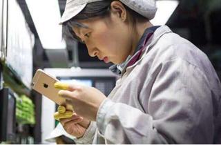 因富士康郑州工厂开工率严重不足 员工复工奖金从3000元升至5250元