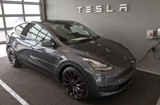 特斯拉正式交付Model Y 美国犹他州客户成首批车主
