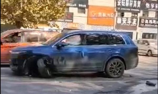 理想ONE再现断轴事故!官方:后车直接撞左前轮导致