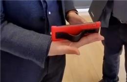 """余承东展示华为Mate30 RS保时捷设计 并介绍了其""""支架""""功能"""
