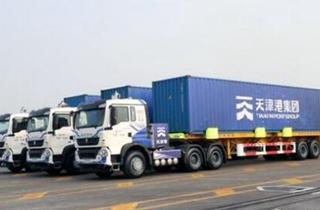 传天津港无人驾驶卡车装卸近4000个集装箱
